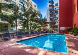 Breeza San Diego Condos - Pool