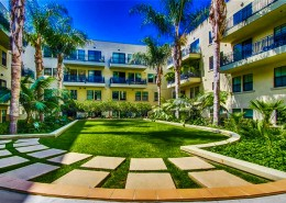 Doma Lofts San Diego - Courtyard