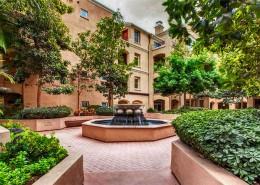Laurel Bay Condos San Diego - Courtyard
